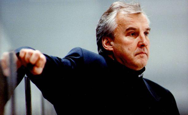 Curt Lundmark toimi Ruotsin A-maajoukkueen päävalmentajana muun muassa 1994 Lillehammerin olympialaisissa Tre Kronorin voittaessa kultaa.