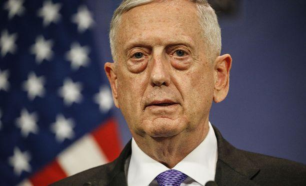 Yhdysvaltain puolustusministeri Jim Mattis sanoi tiistaina, että Donald Trumpin tulisi harkita Iranin ydinsopimuksesta kiinni pitämistä.