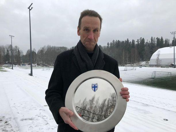 Ilkka Laitinen sai Palloliiton Respect-palkinnon toimittajantyöstään.