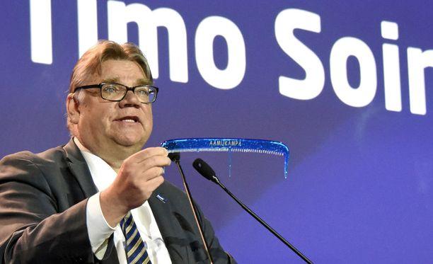 Jussi Halla-aho sanoi lauantaina pitävänsä luontevana, että Timo Soini luopuisi ministerinsalkustaan.