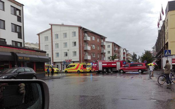 Paikalle lähetettiin useita pelastusyksiköitä, mutta hotellin henkilökunnan ripeän toiminnan ansiosta suuremmalta palolta vältyttiin.