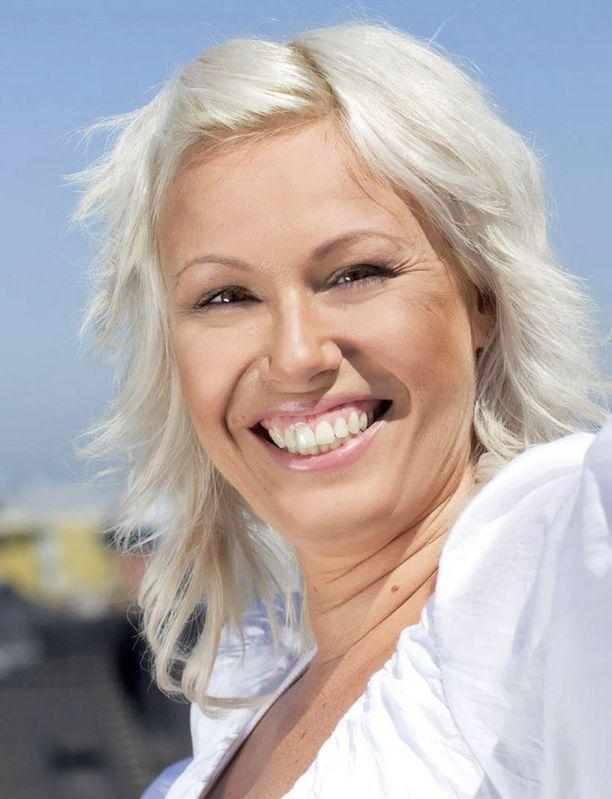 ONNELLINEN Diana Neumann on nauttinut hellekesästä uuden miesystävänsä kanssa.