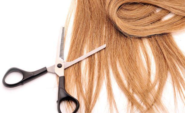 Pitkien hiusten myynnillä tienaa noin satasen verran.