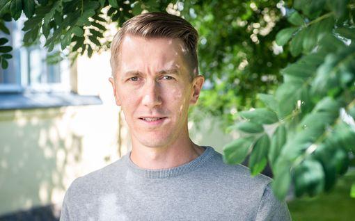 """Näyttelijä Jussi Vatasen erilainen kesä – viihtynyt Sonkajärven pelloilla: """"Traktoria tullut ajettua"""""""