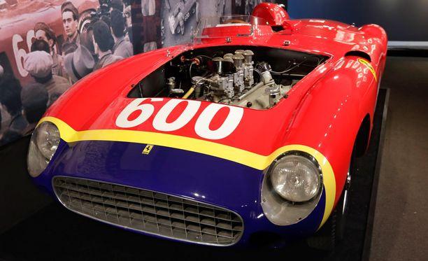 Ferrari 290 MM vaihtoi omistajaa varsin rapsakkaalla hinnalla.