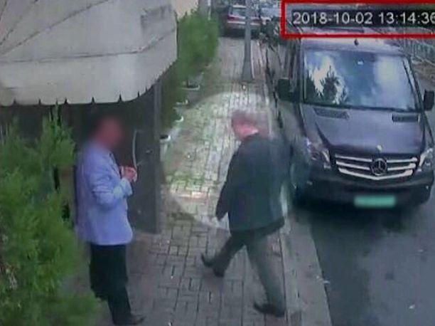 Salaperäisesti 2. lokakuuta kadonneen saudiarabialaisen toimittaja Jamal Khashoggin saapumisesta Saudi-Arabian konsulaattiin Istanbulissa on julkaistu valvontakameran kuva.