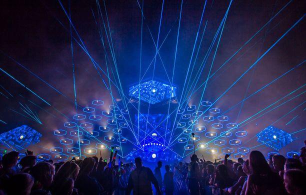 Weekend-festivaaleilla on vuosittain nähty upea valoshow illan myöhäisillä keikoilla.