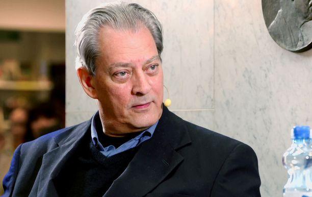-Sauli, on ollut kunnia tavata sinut, Paul Auster lausuu presidentille haastattelun jälkeen.