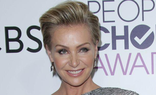 Näyttelijä Portia de Rossi syyttää action-tähti Steven Seagalia seksuaalisesta häirinnästä.