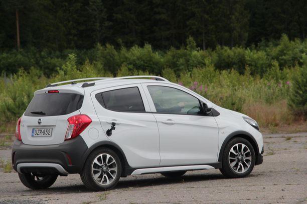 Opel Karl maksaa uutena lähes saman kuin mopoauto, ja paljon vähemmän, jos mopoautoon lisättäisiin turvavarusteita, jotka Opeliin jo kuuluvat.