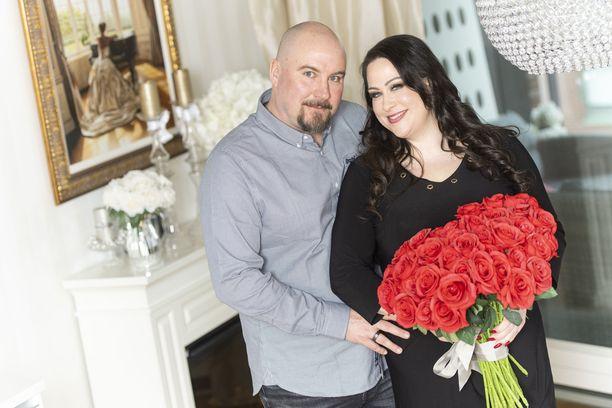 Niina Kuhta ja Jussi hehkuttivat rakkauttaan vain kuukausi sitten Iltalehden haastattelussa.
