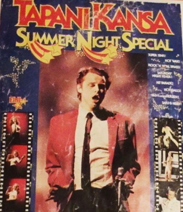 Tapani Kansa otti nuoren ja nätin hittilaulajan vierailijaksi kesäkiertueelleen kesällä 1978. Kiertueen nimi oli Summer Night Special. Kesäkiertueen jälkeen Eini sai taustalleen ensimmäisen oman yhtyeensä Boogien.