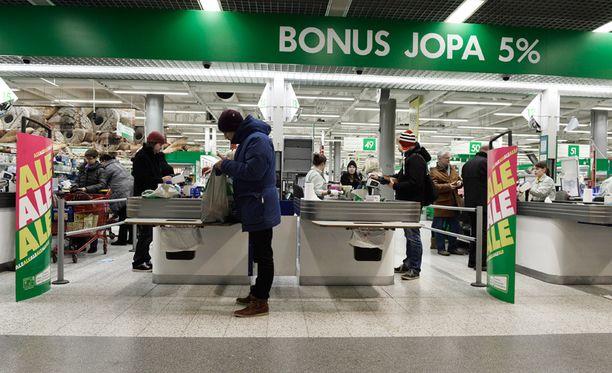 Hintoja on alennettu muun muassa Prismoissa, K-Citymarketeissa ja Lidleissä.