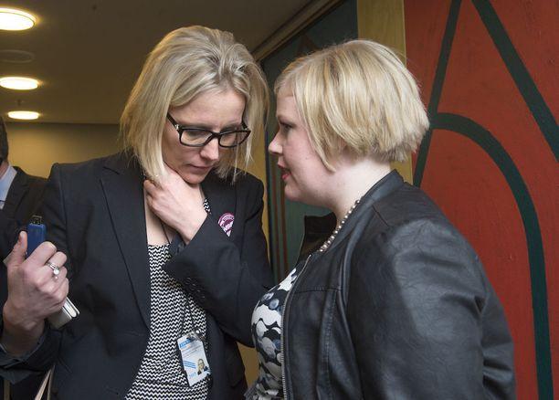 Riina Nevamäki (vasemmalla) on pääministeri Juha Sipilän ja keskustan luottonainen.