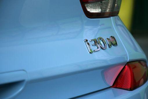 Tästä sen tunnet: kyse on Hyundain N-mallista, joka vastaa muiden merkkien GTI:tä tai ST:tä.