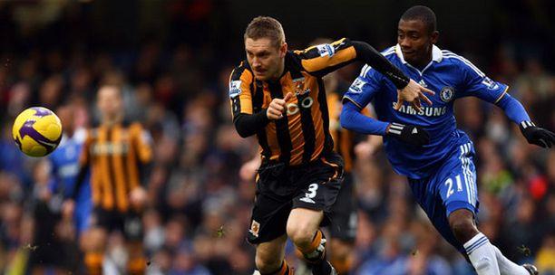 Hullin Andy Dawson jujuttaa Chelsean Salomon Kalouta.