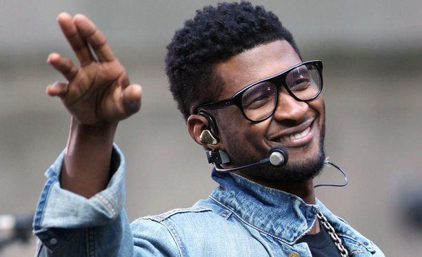 Usher teki ensivisiittinsä Suomeen helmikuussa.