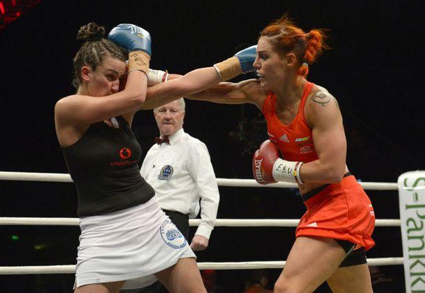 Eva Wahlström kehui vastustajaansa sitkeäksi.