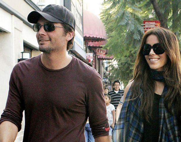 Englantilaisnäyttelijä Kate Beckinsale vaihtoi poikaystävää juuri 30-vuotiaana. Uusi aviomies ja Lily-tyttären isäpuoli on elokuvaohjaaja Lens Wiseman.