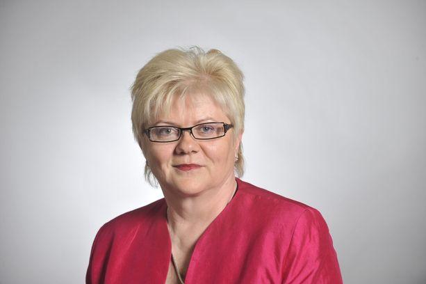 SDP:n entinen kansanedustaja Tuula Väätäinen. Sopeutumiseläkkeeltä takaisin eduskuntaan?