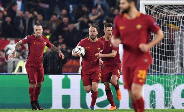 Roma-ikoni Daniele De Rossi osui Stadio Olimpicon uskomattomassa illassa.