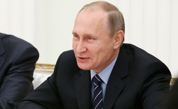 Vladimi Putin oli ensimmäisten valtiopäämiesten joukossa onnittelemassa Donald Trumpia.
