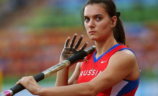 Isinbajeva voitti uransa ensimmäisen aikuisten arvokisamitalin Münchenin EM-kisoissa vuonna 2002. Neitokainen oli tuolloin vasta 20-vuotias.