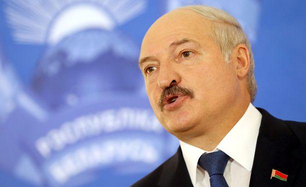 Aleksandr Lukashenkon Valko-Venäjä on toistaiseksi pakotteiden ulkopuolella.