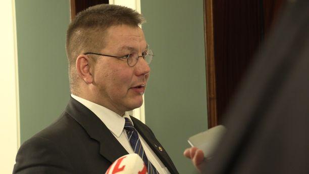 Kansanedustaja Juha Mäenpää oli torstaina perustuslakivaliokunnan kuultavana.