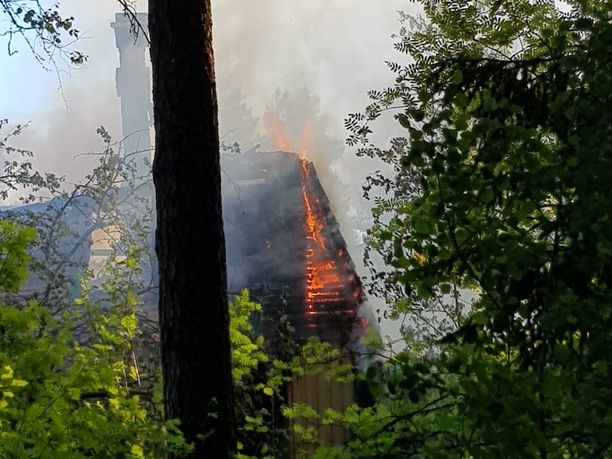 Autiotalo tuhoutui palossa täysin.