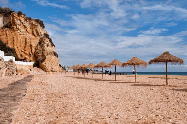 Falesia on Portugalin tunnetuimpia uimarantoja.