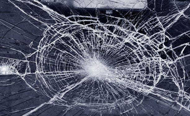 Vuonna 1991 syntynyt kouvolalaismies törttöili viime vuonna useita kertoja kännissä ja huumeissa ilman ajokorttia. Kuvituskuva.