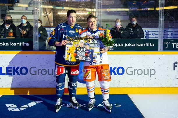 Kristian Kuusela sai Lukolta muistotaulun.