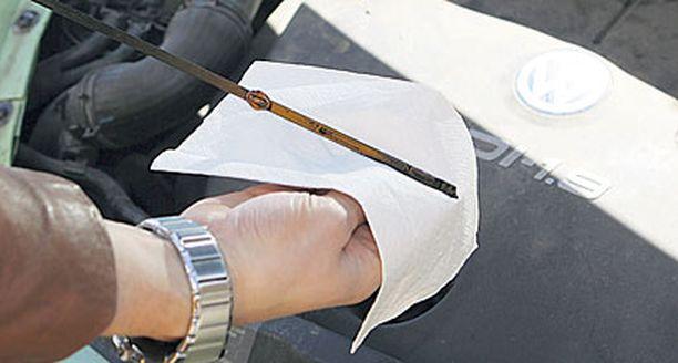 1. Huollata autosi ja tarkista öljyn määrä säännöllisesti.
