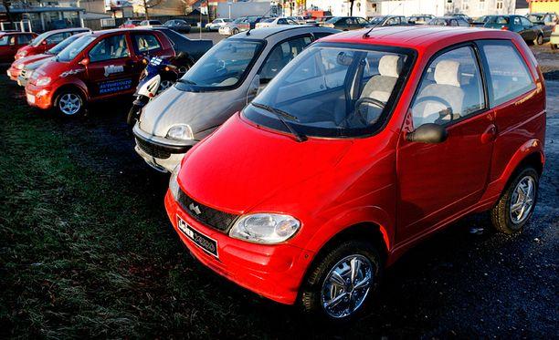 Liikennevakuutuskeskuksen mukaan mopoautojen määrä on kasvanut tuhannella vuosittain.