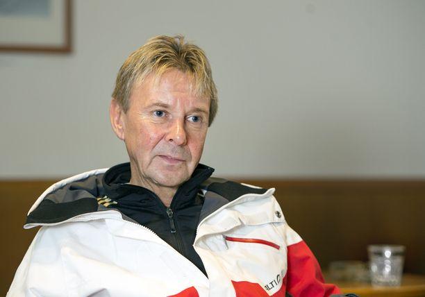 Matti Nykäsen keikat ovat vaarassa, sillä laulaminen ja autolla ajaminen on kipsin takia hankalaa.