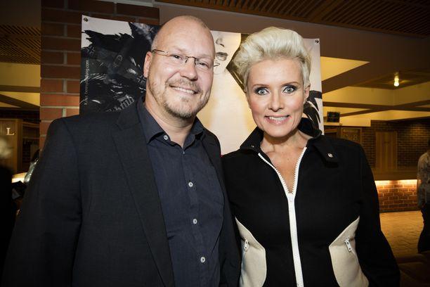 Janne Virtanen ja Hanna-Riikka Siitonen olivat yhdessä 18 vuotta. He myös työskentelivät yhdessä esimerkiksi Ylen Uusi päivä -tv-sarjan tiimoilta.