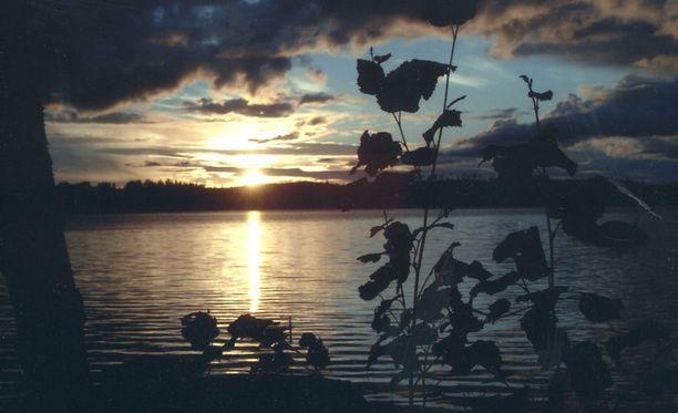 Tänään on kesäpäivänseisaus, eli päivä on nyt pisimmillään. Pohjoisen napapiirin pohjoispuolella aurinko ei laske lainkaan.