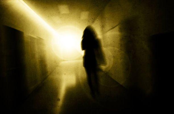 Nainen kertoo jääneensä täysin yksin saatuaan keskenmenon.