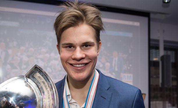 Jesse Puljujärvi valittiin nuorten MM-kisojen arvokkaimmaksi pelaajaksi.