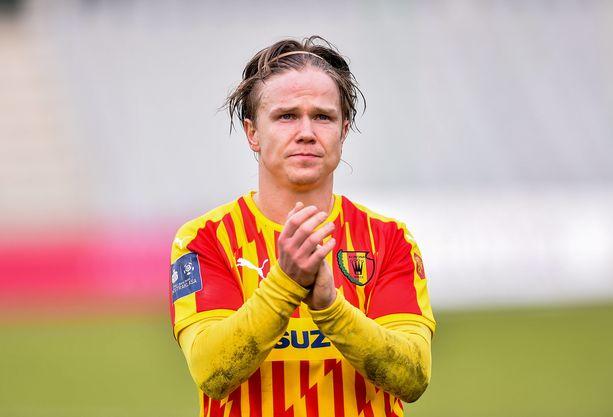 Petteri Forsell kiittää Korona Kielcen kannattajia.