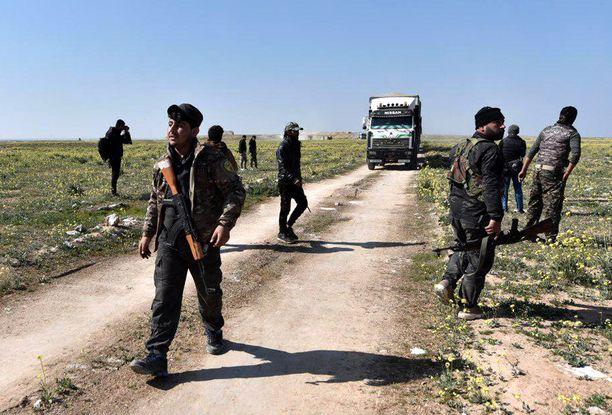 USA:n tukemat kurdilaiset SDF-joukot valmovamassa tietä Baghouzissa, jossa sijaitsi Isisin kalifaatin viimeinen tukikohta.