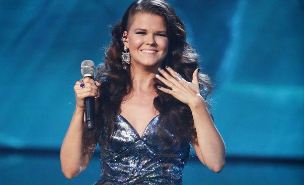Saara Aalto lauloi itsensä X Factor -jatkoon.
