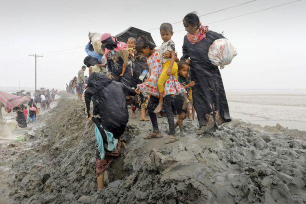 Suurin osa Myanmarista paenneista rohingya-muslimeista on pyrkinyt Bangladeshiin.