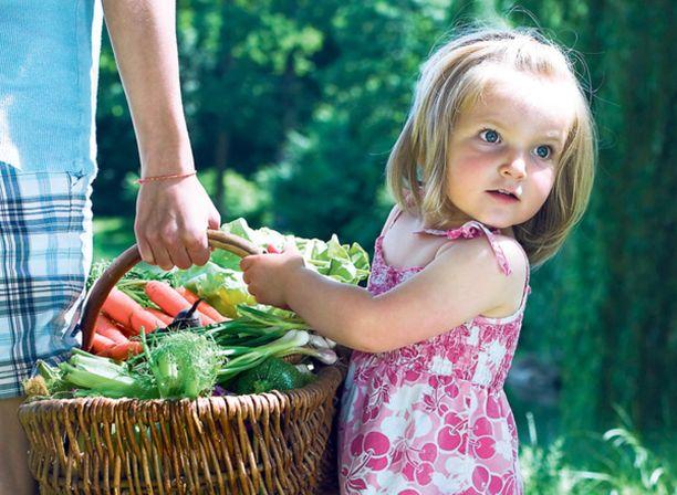 Omalta kasvimaalta saat slow foodia, käsillä tekemisen riemua, voit vaalia ekologisuutta ja saat palkaksi lähiruokaa.