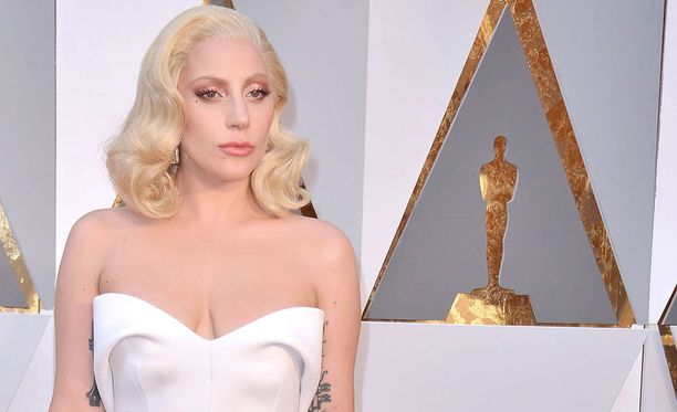 Lady Gaga antoi raiskatuille kasvot Oscar-gaalaesityksessÀÀn.
