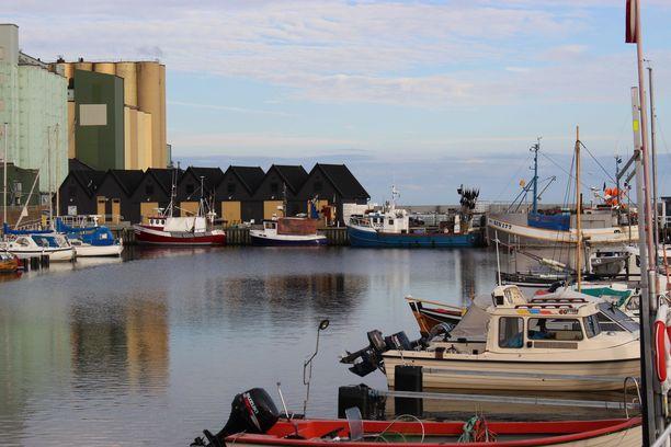Ystad on satamakaupunki, josta on säännöllistä reittiliikennettä Puolaan.