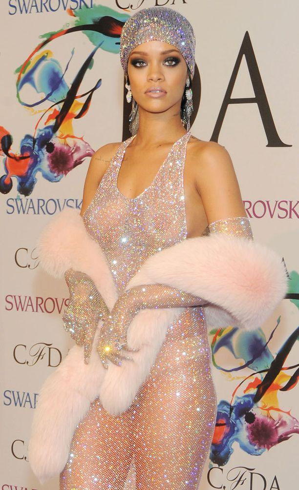 Rihannan yllä noin vuosi sitten nähty mekko nostatti valtaisan kohun - mutta sitä pidettiin myös yhtenä maailman voimakkaimmista feministisistä kannanotoista.
