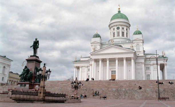 Helsingin tuomiokirkko on yksi Suomen kuuluisimpia nähtävyyksiä.