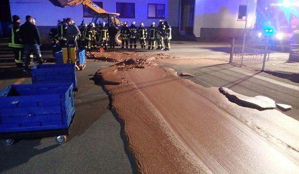 Palokunnan tullessa paikalle suklaa oli jo ehtinyt kovettua.